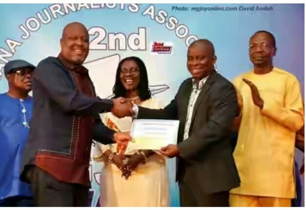 Kwame Sefa Kayi Receiving Best Journalist Award