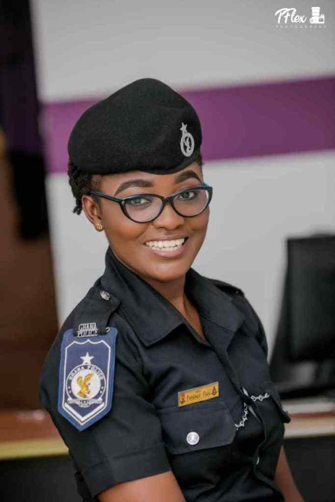 POLICE LADY 2 - Beautiful Photos of a policewoman warming hearts on the internet