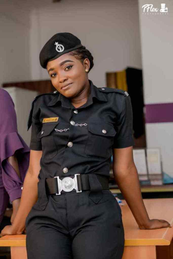 POLICE LADY 3 - Beautiful Photos of a policewoman warming hearts on the internet