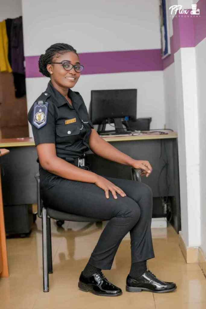 POLICE LADY 4 - Beautiful Photos of a policewoman warming hearts on the internet