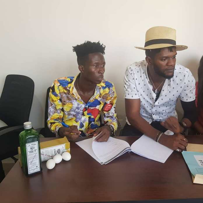 More photos of Ogidi Brown's Schnapp and egg signing pops up 8