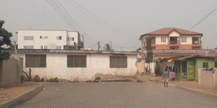 Abeka-Lapaz: Resident builds house in the middle of the road, refuses to have it demolished