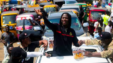 Stonebwoy always claims he is Ewe but he has never supported the young talents from the Volta Region – Critics say