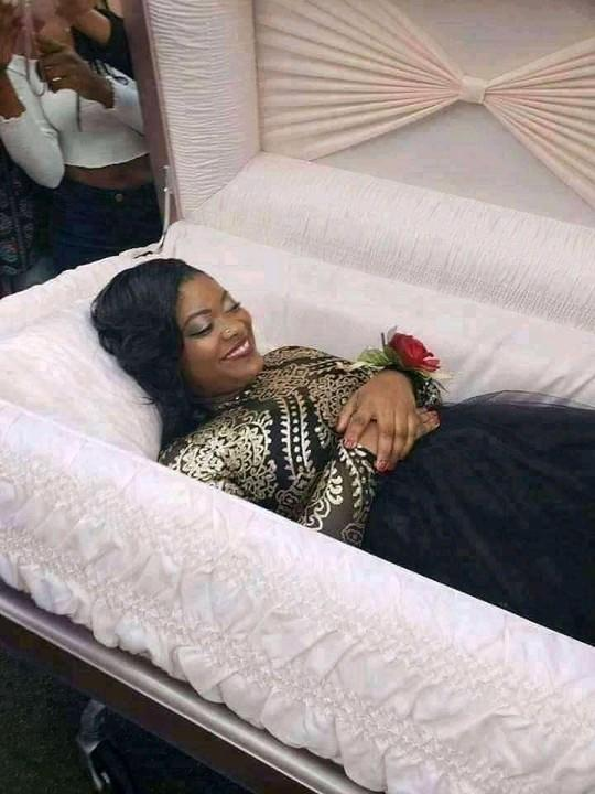 Shocking: Lady goes viral as she takes her pre-burial photos 4