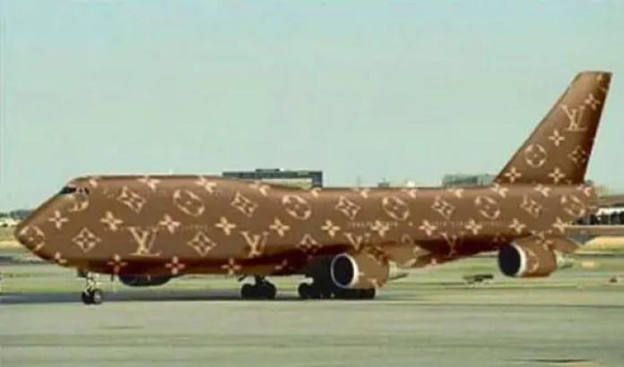 Louis Vuitton plane-shaped bag costs more than an actual plane . 4