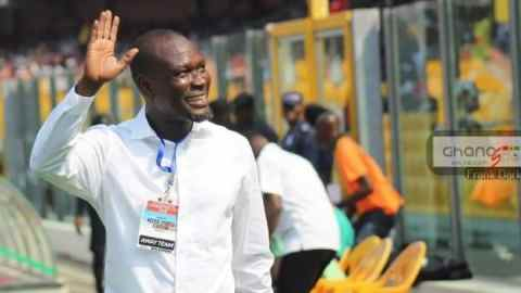 """""""Onyaa ye soome"""" – Video of how some football fans reacted to CK Akonnor's performance during his stint as Black Stars coach"""