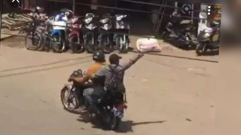 (+VIDEO) Just In: Robbers Steal 20,000 Cedis From Woman In Broad Daylight At Achimota