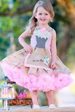 إعتمدي لبناتك فساتين أطفال باللون الوردي Gheir