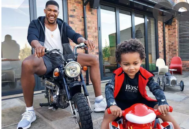Anthony Joshua n Son