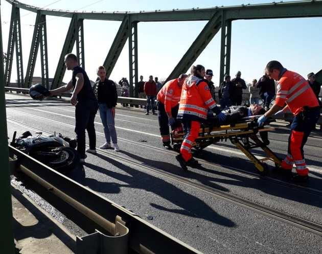 GRAV accident pe podul Traian! Impactul s-a petrecut între o motocicletă și un pieton
