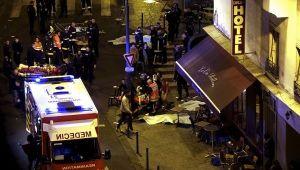 13 novembre 2015: il terrorismo ferisce Parigi con un attentato che causa 137 morti e oltre 350 feriti. (fonte immagine: Telesurtv.net)