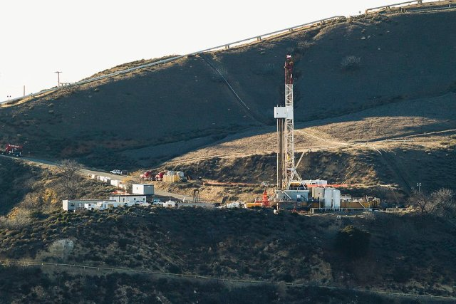 Aliso_Canyon_gas_leak_site,_Dec._14,_2015_(23389378449)