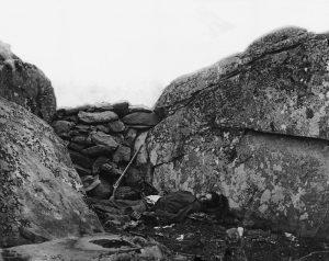 800px-Confederate_Dead_at_Devil's_Den_Gettysburg