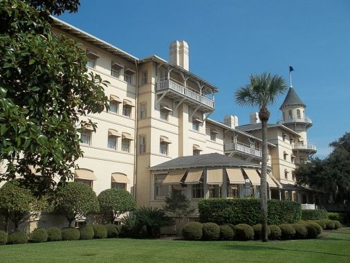 800px-GA_Jekyll_Island_Club_HD_Clubhouse07