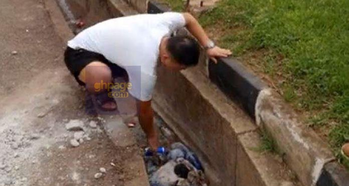 Journalist Orders Chinese To Pick Up Rubbish He Threw Into A Gutter