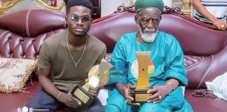 Kuami Eugene Presents VGMA Awards To National Chief Imam