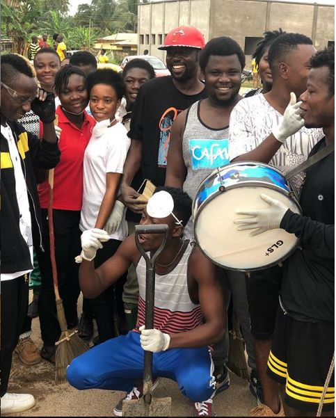 Patapaa joins his community members to do clean-up exercise