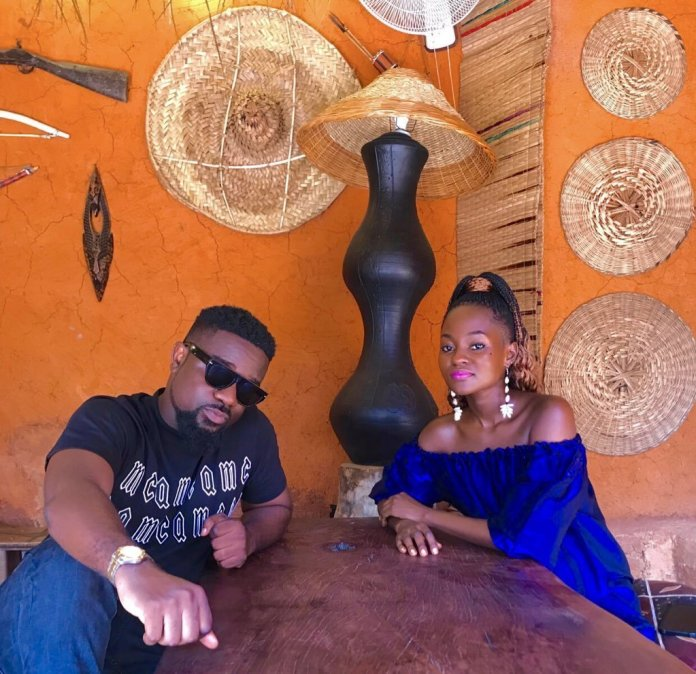 Sark and hammamat - Sarkodie spotted without his wedding ring sparks rumours
