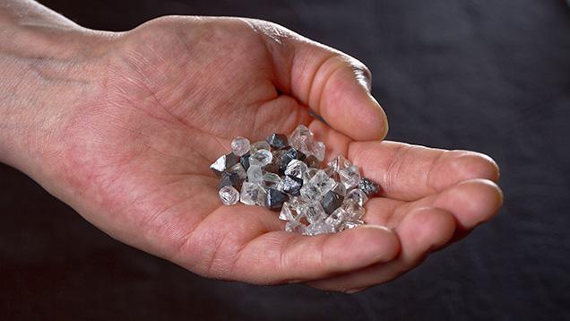 Kim cương thô khai thác tại mỏ Diavik. Diavik Diamond Mine