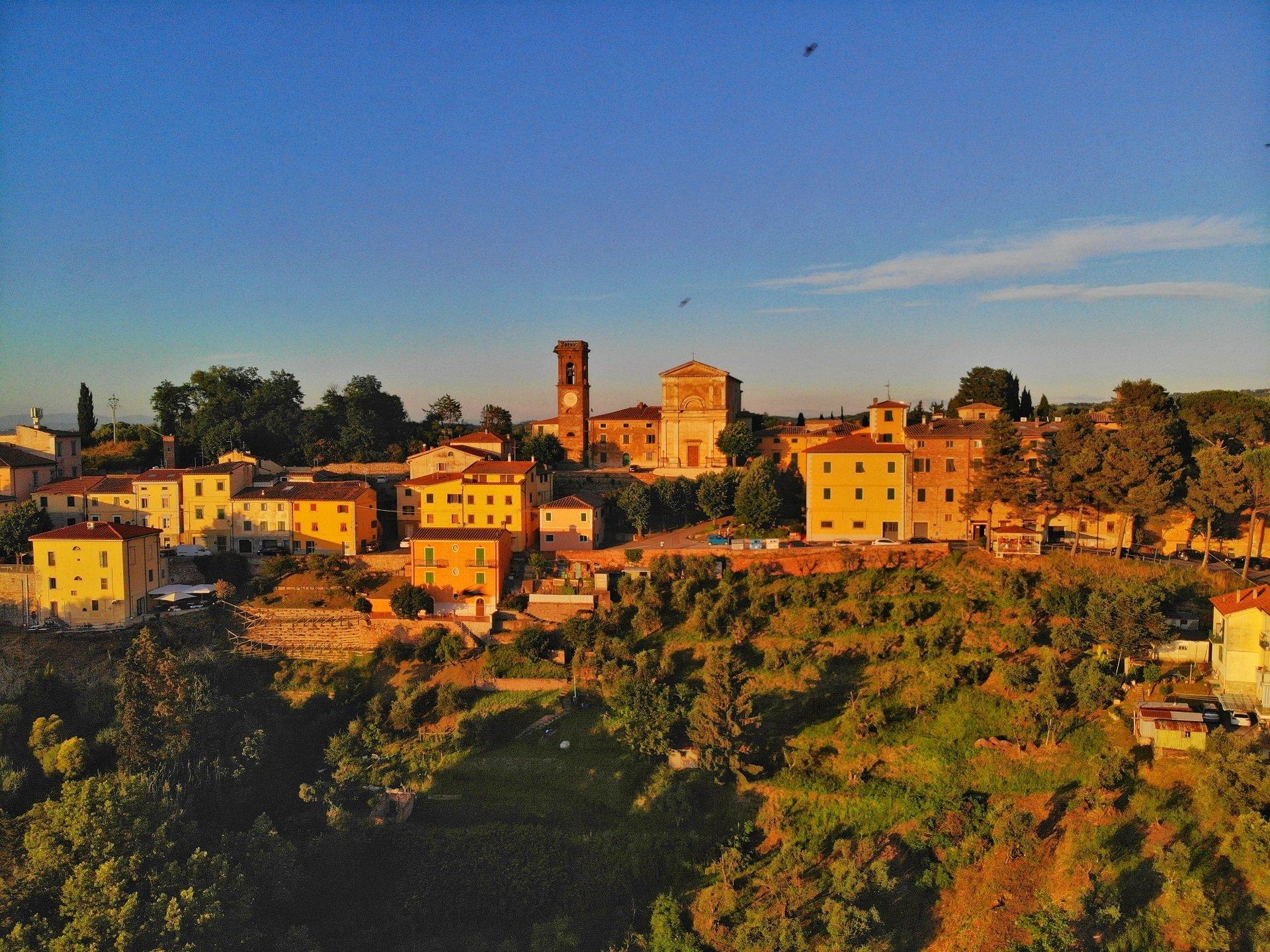 Borgo di Lorenzana veduta aerea dji mavic air