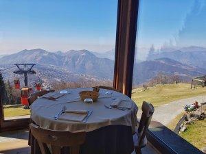 Pranzo con vista al Rifugio Monte Poieto