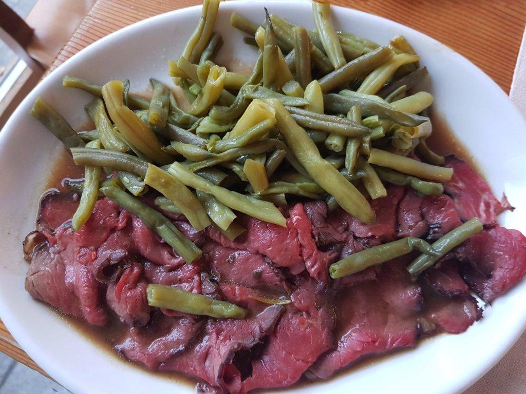 Carne e verdure dell'orto agriturismo raethia