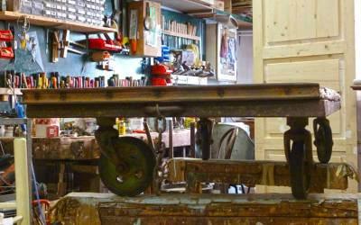 Carrello industriale come tavolino da salotto