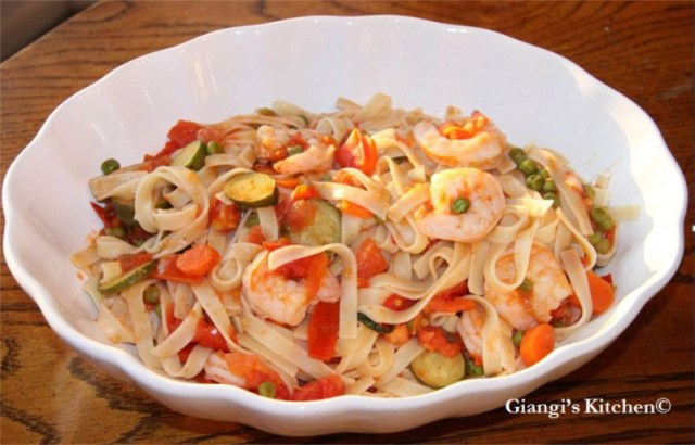 Linguine-with-Shrimps-and-vegetables.-copyJPG-8x6.JPG
