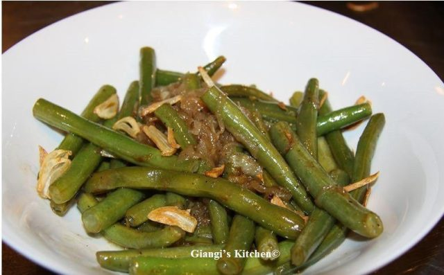 green-beans-with-garlic-chips-and-olive-oil-copy-8x6.JPG