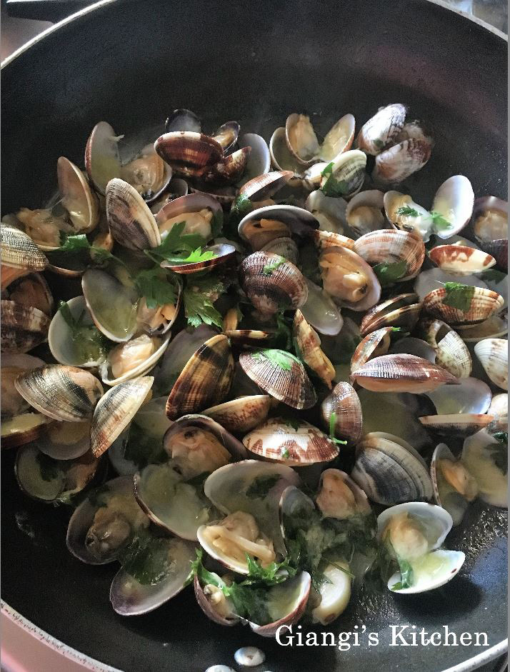 Clams in pan copy