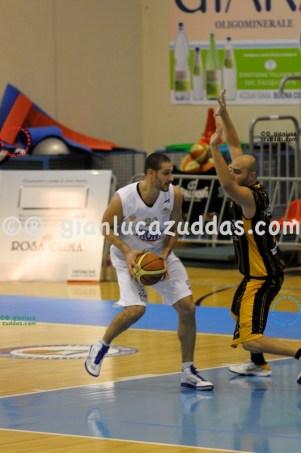 Olimpia Cagliari vs Valentina's Bottegone, 61-52, 22 ottobre 2011 028