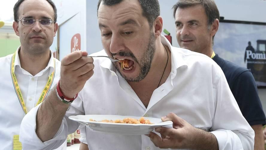 Salvini mangia pasta_Nicolò Campo via Getty Images
