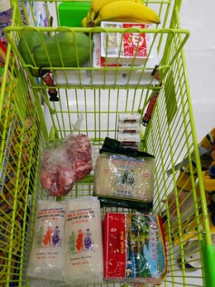 Picture showing food items in a shopping cart