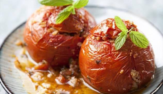 Γεμιστά: πολίτικη συνταγή και διατροφική ανάλυση για το πιο καλοκαιρινό φαγητό