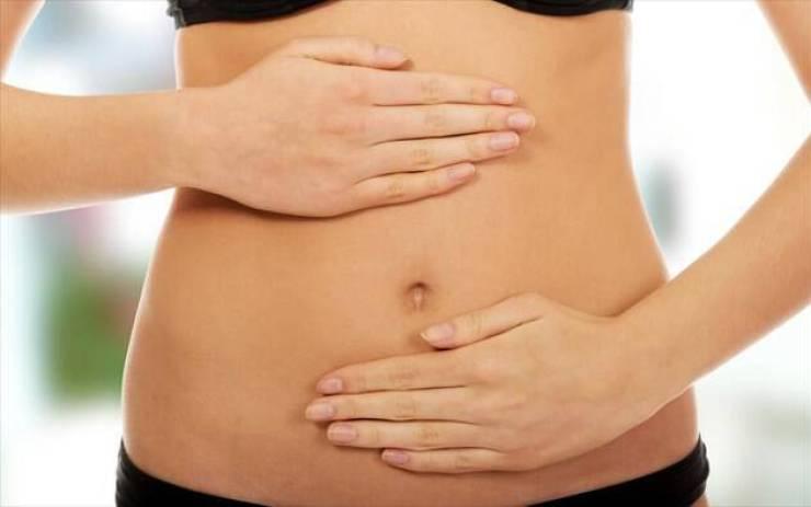 Γουργουρίζει το στομάχι σας; Μάθετε τι σημαίνει και πώς να το σταματήσετε