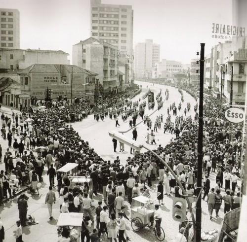Desfile da semana da pátria em 06/09/1964 na Avenida Farrapos.
