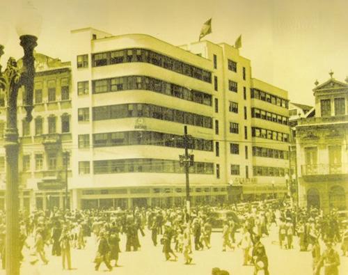 Esquina da Avenida Borges de Medeiros com rua Sete de Setembro no centro de Porto Alegre em novembro de 1937
