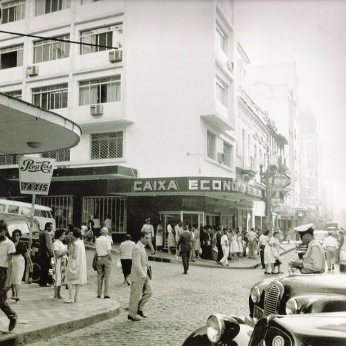 Esquina da rua dos Andradas (rua da Praia) com a rua Dr. Flores em março de 1961