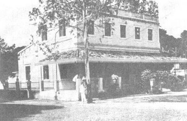 Antiga sede do clube náutico Capibaribe, incendiada em 1949