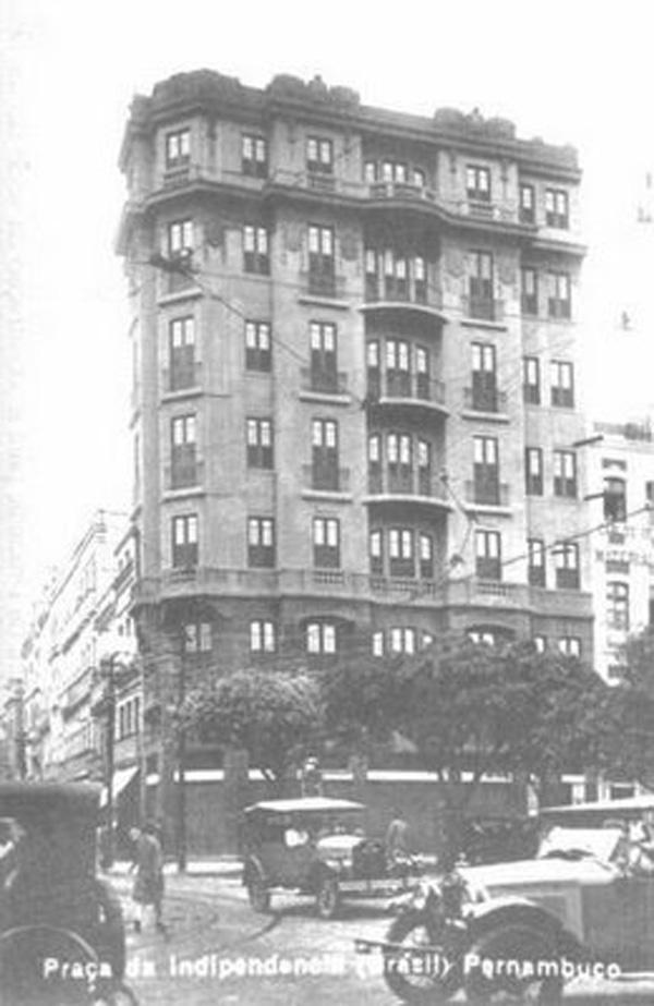 Arranha-Céu da Pracinha no ano de 1920. O prédio continua de pé