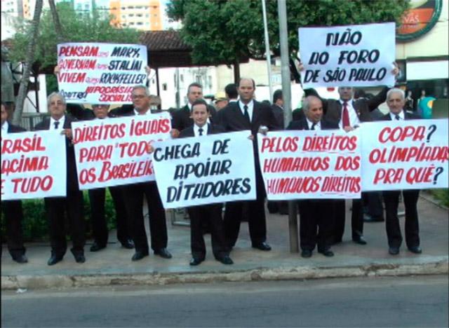 Maçons de Caratinga protestam em praça pública