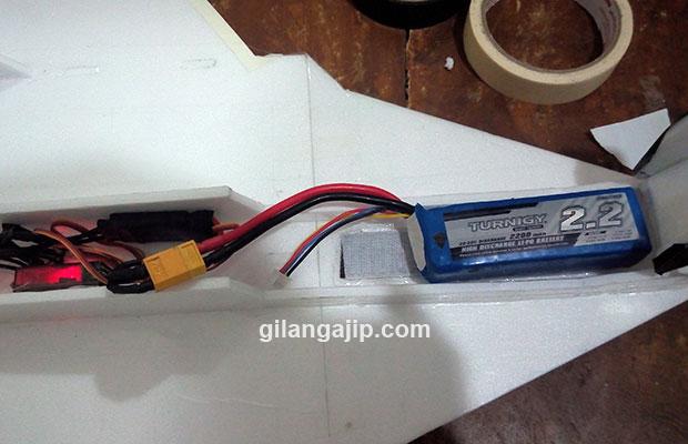 Posisi baterai lipo pada pesawat remote control rc