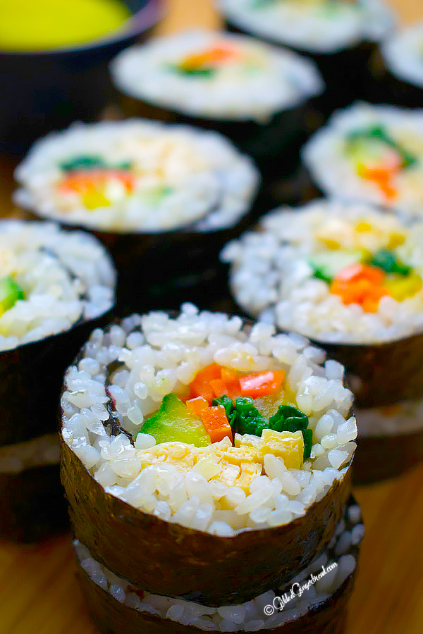VEGETARIAN KIMBAP (KOREAN SEAWEED RICE ROLL)