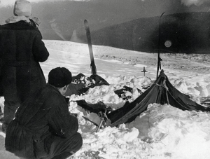 Search team examines the hikers' abandoned tent