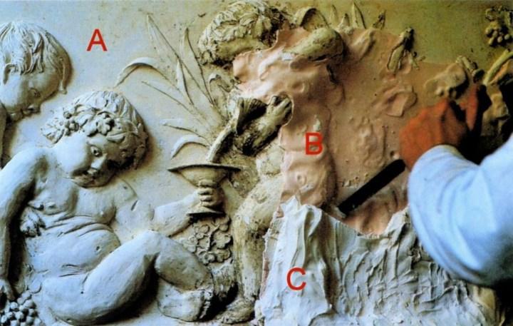 Démoulage du plâtre original (A) par la suppression du moule à creux perdus (B et C).
