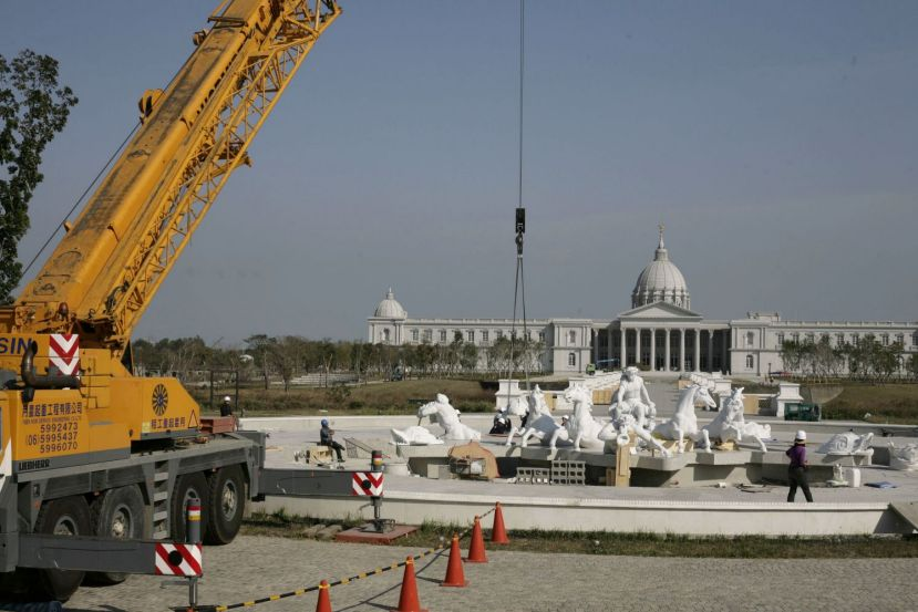 Installation Marble fountain Apollo at Chi Mei Museum 01