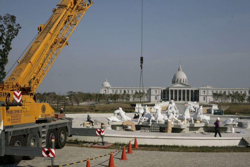 Installation Marble fountain Apollo at Chi Mei Museum 01