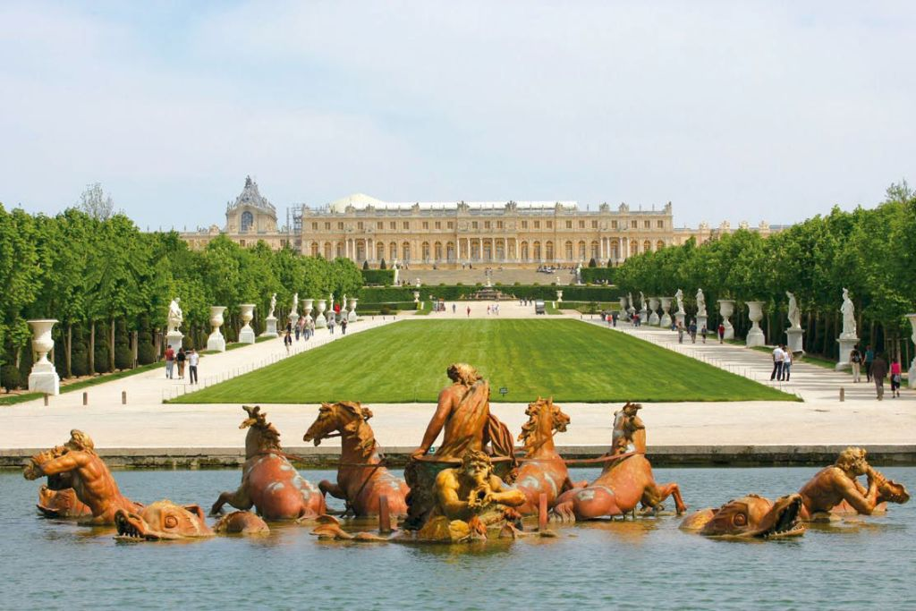 The original work in lead by Jean-Baptiste Tuby, at end of the 'green carpet', facing the Palace of Versailles and aligned with the axis of the sun on 25 August, the feast of Saint Louis.