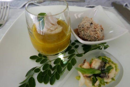Croustilles de porc, soupe pois cassés, souskai de langouste © GP