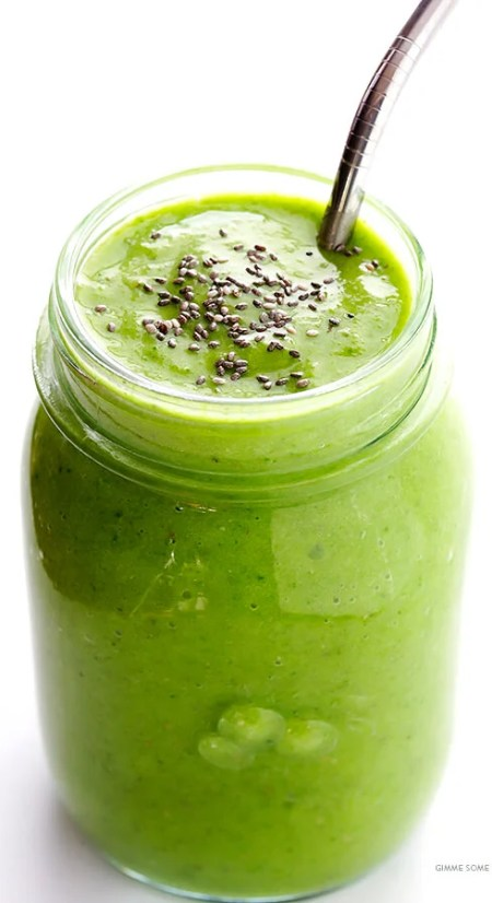 Post-Workout Green Smoothie Recipe -- packed with tasty and simple ingredients that will help boost your energy after (or before!) a good workout   gimmesomeoven.com